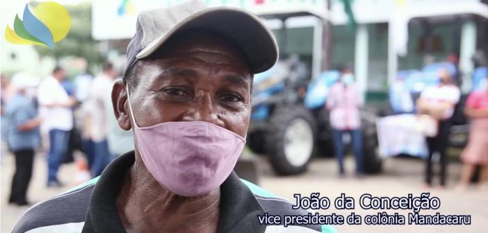 Prefeitura entrega tratores para agricultores